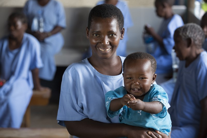A fistula patient and her baby (photo credit: Mark Tuschman)